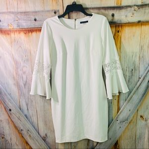 EUC Tommy Hilfiger Stretchy Zip zip Lacey Bell Sleeve Dress White Size 8